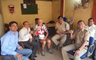 In Minne mit der Politzei nach illegalem Grenzübertritt nach Indien