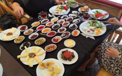 Üppiges Essen in Sinop am Schwarzen Meer
