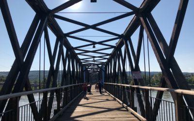 Holz-Fachwerk-Brücke