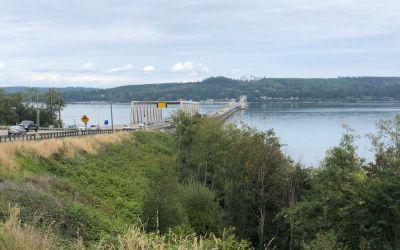 Die 3km-Brücke schwimmt tatsächlich