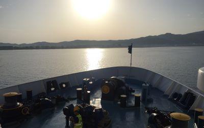 Einfahrt in die Sonne, in einen neuen Morgen, in ein neues Land. Albanien.