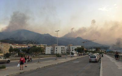 Waldbrände zwischen Cefalu und Palermo