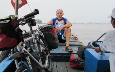 Auf einer der vielen Fähren auf dem Mekong