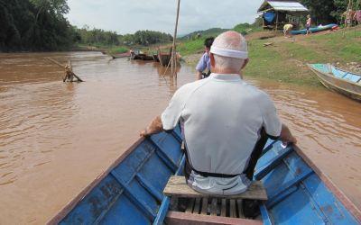 Per Boot zu den Sinterfällen