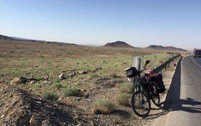 Kunst: Velo in der Wüste