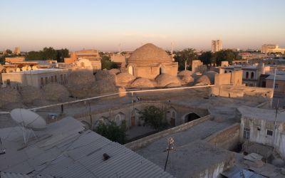 Über den Dächern von Bukhara - bei einem CesarsSalad und einem Bier