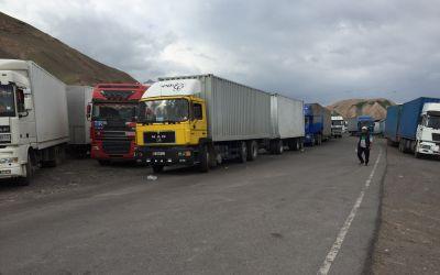Abfahrt von 50 Lastwagen