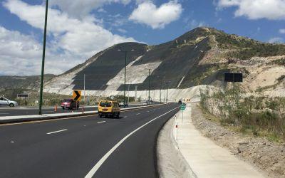 Ganzer Berg abgetragen für die Strasse